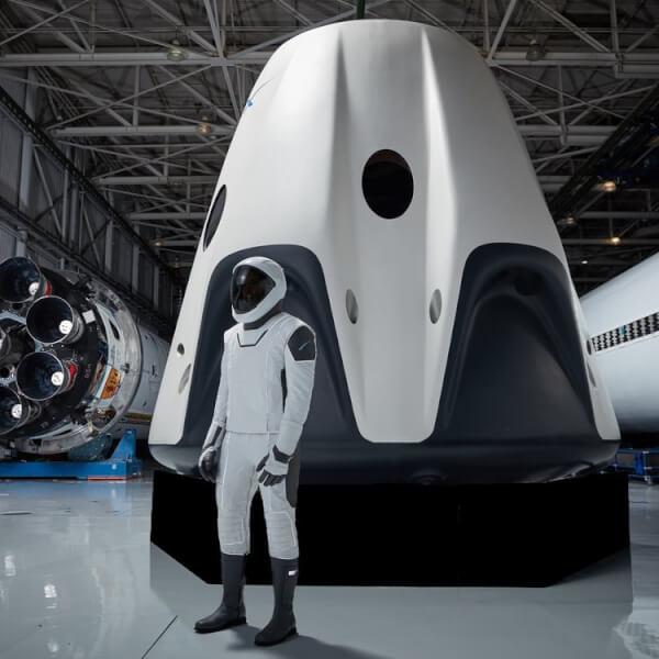 SpaceX. SpaceX Crew Dragon. Falcon 9. Dragon Capsule.