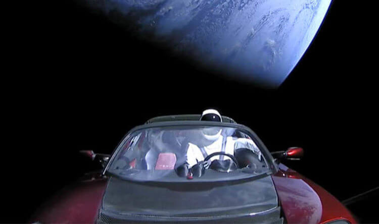 SpaceX's Falcon Heavy with dummy payload Tesla Roadster during first launch.
