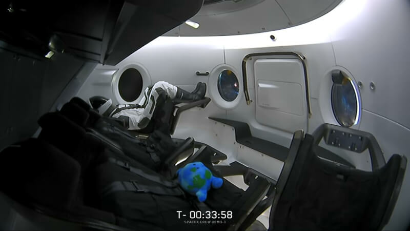 SpaceX. SpaceX crew dragon. spaceX dragon.